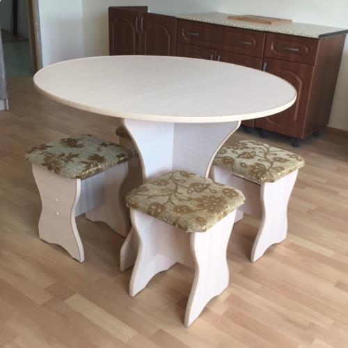 Обеденный комплект (стол раскладной + 4 табуретки)