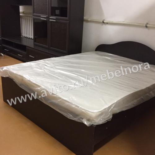 Кровать 1.6 м с матрасом