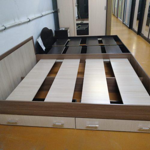 Кровать с ящиками без матраса