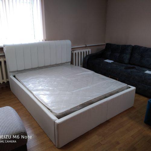 Кровать с матрасом 1,6 на 2 метра